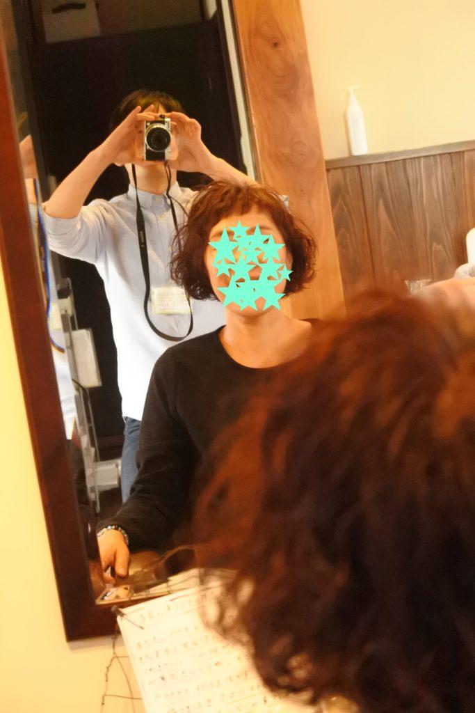 髪が柔らかく細い、カラー毛の方へのパーマ。