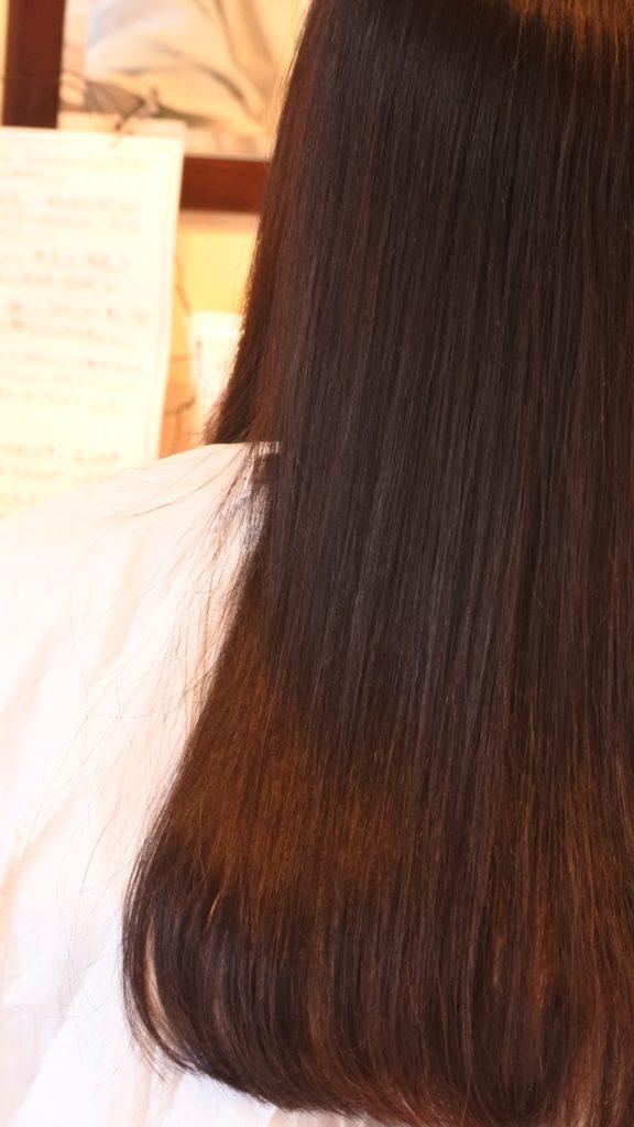 今、最も健康な髪へと近づけると言われる活性ケラチントリートメント。縮毛矯正後のツヤをなぜ長期に渡って保てるのか記事にしました。