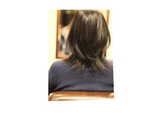 肩で跳ねる髪、快適にすごすヘアスタイル